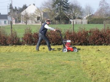 Les jardiniers paysagistes notre mat riel for Jardiniers paysagistes